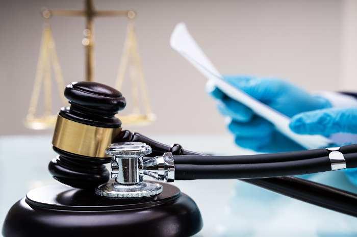 Scudo penale per medici e infermieri, il parere dei legali