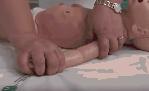 Come tenere un bambino durante un prelievo ematico