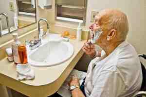 OSS: come gestire peli e capelli del paziente?