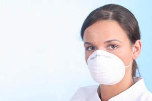 Indossare e togliere una maschera di protezione