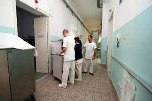 """Infermieri esterni al San Giovanni Bosco: """"Stanno privatizzando la Sanità"""""""