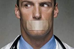 Il silenzio è disarmante e renderà tutti colpevoli