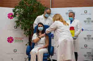 Si vaccina e riceve minacce di morte, l'Ordine: inconcepibile