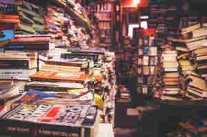 Pagine viaggianti: Leggere libri in attesa del prelievo di sangue