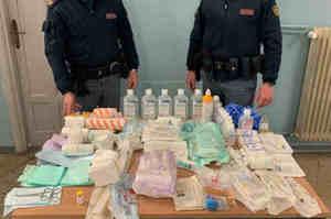 Ruba mascherine e altro materiale dall'ospedale: arrestato