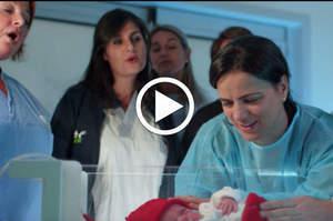 Infermieri e medici del Meyer cantano le ninne nanne in TIN