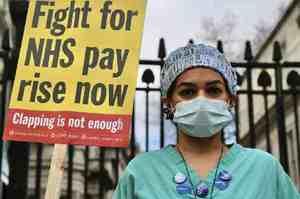 Regno Unito, sanitari chiedono aumenti di stipendio consoni