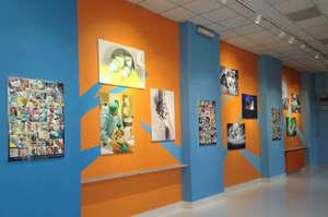 Il corridoio per la sala operatoria diventa un luogo d'arte