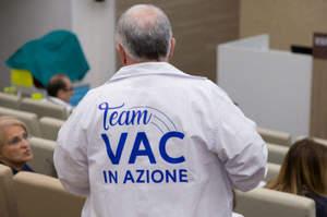 Bologna, al via la campagna per vaccinare gli operatori
