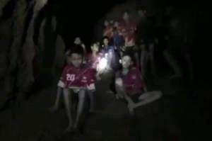 Thailandia, come sono sopravvissuti i bimbi nella grotta