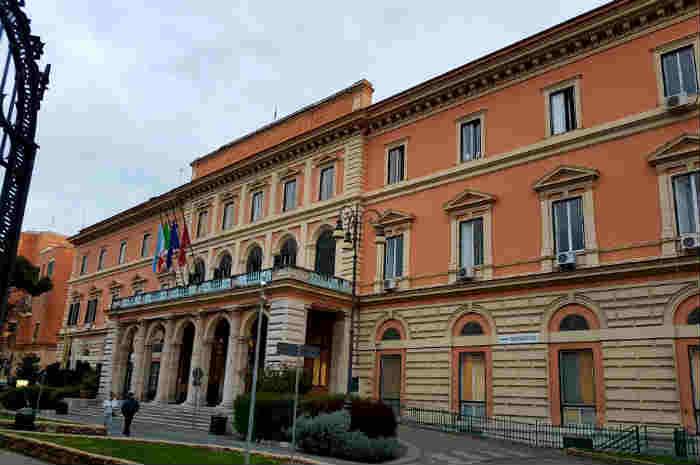 Umberto I, ritardi negli acquisti di elettrostimolatori sacrali