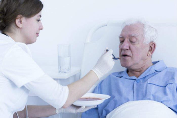 Il ruolo dell'oss nell'alimentazione del paziente con disfagia