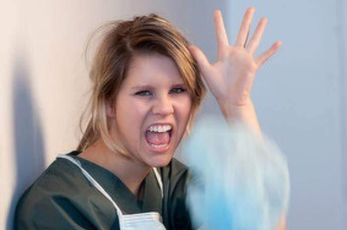 infermiera arrabbiata