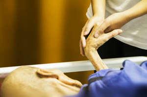 Alzheimer, arriva l'infermiere a domicilio