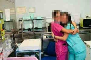Festa in ospedale e le foto senza mascherina finiscono su Facebook