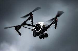 Droni trasportano defibrillatore in tempi record