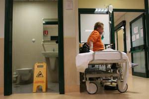 Se il paziente cade, la colpa è dell'infermiere o dell'Oss?