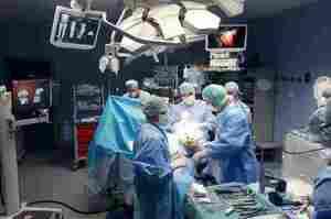 Infermiere di sala nell'artroprotesi di ginocchio robotizzata
