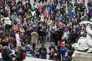 Infermieri e OSS in piazza per dire no all'obbligo vaccinale