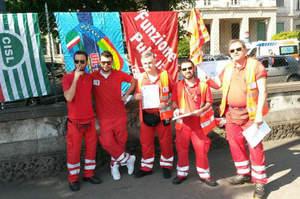 Annunciati 45 esuberi, le ambulanze scioperano