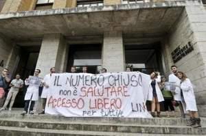 Test di medicina e bonus maturità: gli studenti protestano
