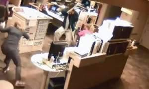 Paziente attacca gli infermieri con tubo di metallo