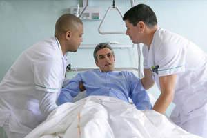 Operatore Socio Sanitario e assistenza a paziente immobilizzato a letto