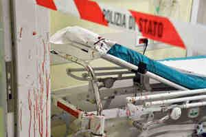 Aggredisce infermieri e uccide un paziente in ospedale